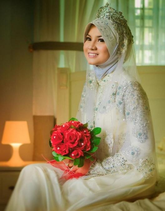 gaun pengantin muslimah modern 2014,model gaun pengantin muslimah modern,harga gaun pengantin muslimah modern