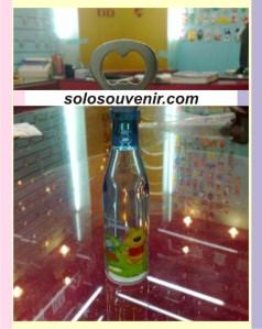 Souvenir Pernikahan pembuka botol air