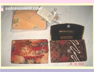 Souvenir Pernikahan dompet batik kaca 11,5cm