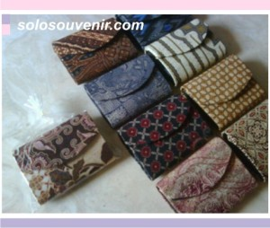Souvenir Pernikahan dompet batik kecil