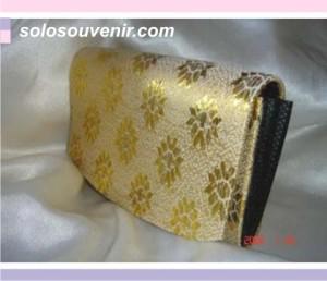 Souvenir Pernikahan dompet lipat emas
