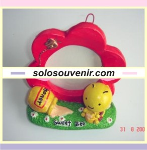 Souvenir Pernikahan frame sweet bee