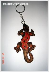 Souvenir Pernikahan Gantungan Kunci cicak batik