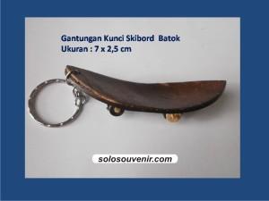 Souvenir Pernikahan Gantungan Kunci Skibord Batok