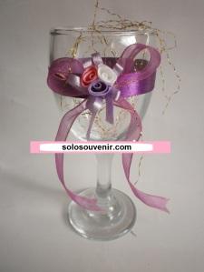 Souvenir Pernikahan Gelas Wine Bunga Pita Unggu