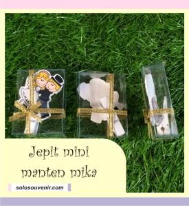 Souvenir Pernikahan Pembatas / Penjepit Buku Mini Manten + Mika