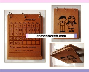 Souvenir Pernikahan Kalender Duduk Coklat