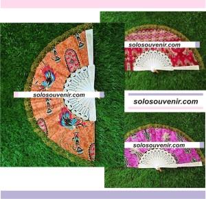 Souvenir Pernikahan Kipas Batik Renda Gagang Spanyol