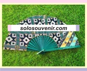 Souvenir Pernikahan Kipas Batik Jumbo Warna