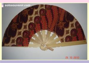 Souvenir Pernikahan kipas batik kecil