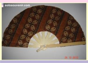 Souvenir Pernikahan kipas batik tanggung