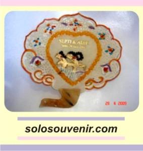 Souvenir Pernikahan Kipas Kulit Burung Warna