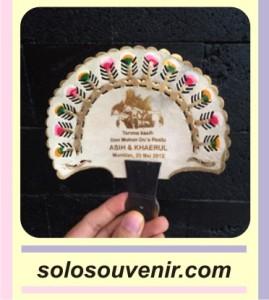 Souvenir Pernikahan Kipas Kulit Gagang Pendek