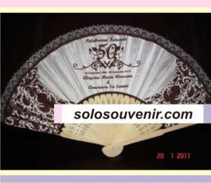 Souvenir Pernikahan kipas motif batik gagang jepang renda