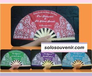 Souvenir Pernikahan Kipas Satin Batik Tanggung
