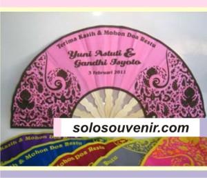 Souvenir Pernikahan kipas motif batik kecil