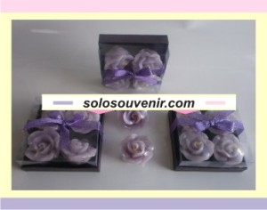 Souvenir Pernikahan lilin mawar isi 4