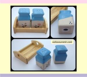 Souvenir Pernikahan tempat merica dan garam kotak leher(TM07)