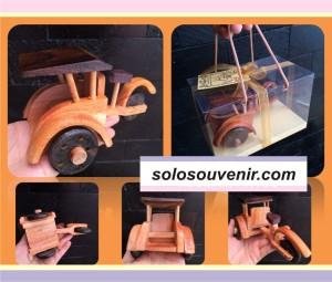 Souvenir Pernikahan Miniatur Becak