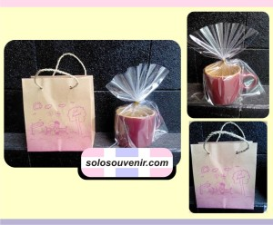 Souvenir Mug Kecil Gagang Bulat Paperbag
