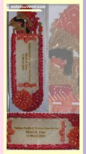 Souvenir Pernikahan Pembatas buku nama tengah
