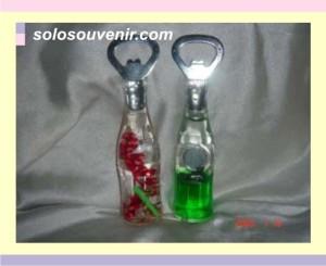 Souvenir Pernikahanpembuka botol air
