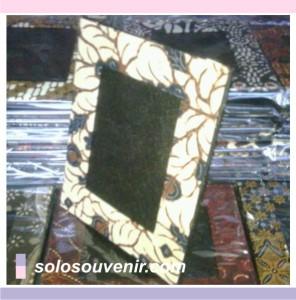 Souvenir Pernikahan Pigura batik furing hitam