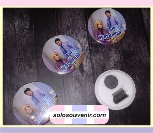 Souvenir Pernikahan Pin Magnet
