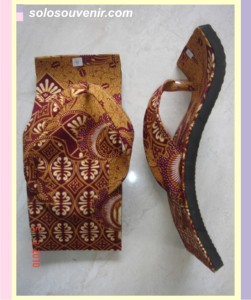 Souvenir Pernikahan Sandal batik jepit melengkung