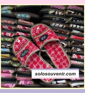 Souvenir Pernikahan Sandal Batik List