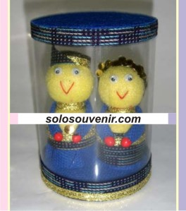 Souvenir Pernikahan boneka adat tabung 002