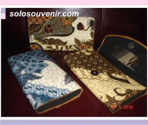 Souvenir Pernikahan dompet batik 19cm