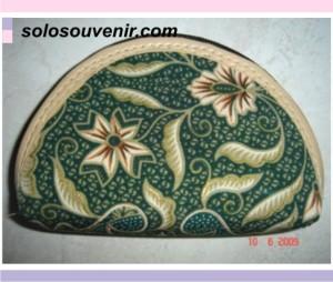Souvenir Pernikahan dompet batik oval