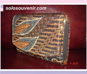 Souvenir Pernikahan dompet batik 12cm