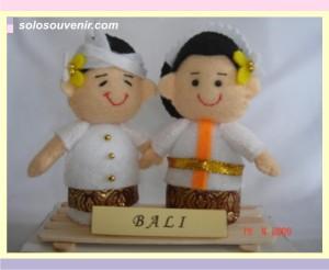 Souvenir Pernikahan boneka flanel bali