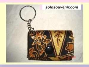Souvenir Pernikahan Gantungan Kunci dompet batik