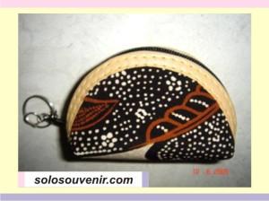 Souvenir Pernikahan Gantungan Kunci dompet oval batik
