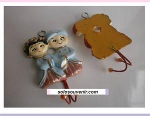 Souvenir Pernikahan gantungan baju kecil