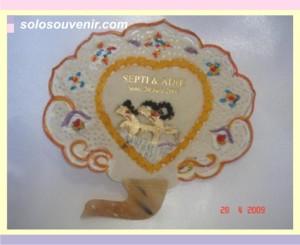 Souvenir Pernikahan kipas kulit 001