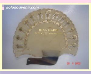 Souvenir Pernikahan kipas kulit 002