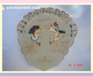Souvenir Pernikahan kipas kulit 003