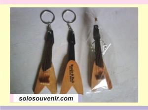 Souvenir Pernikahan Gantungan Kunci gitar 002