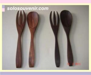 Souvenir Pernikahan sendok garpu kayu sonokeling