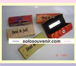 Souvenir Pernikahan tempat lipstik songket