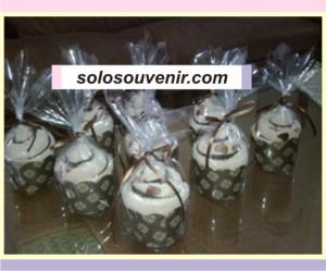 Souvenir Pernikahan towel cake coklat bordir