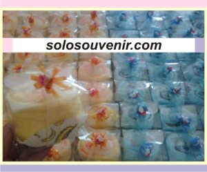 Souvenir Pernikahan towel cake cup mika