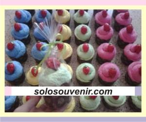 Souvenir Pernikahan towel cake strawberry