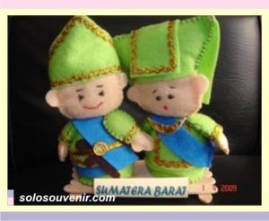 Souvenir Pernikahan boneka sumatera barat