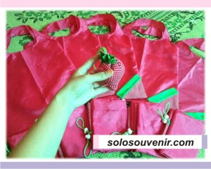 Souvenir Pernikahan Tas Strawberry Pink
