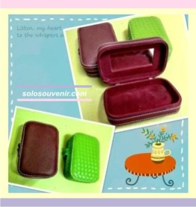 Souvenir Pernikahan Box Vinyl Tempat Make Up